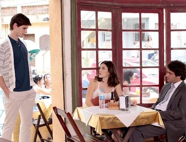 """Em """"Cheias de Charme"""", Cida revela beijo em Conrado a Elano (18/8/2012)"""