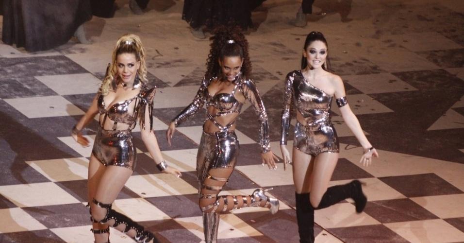 """Leandra Leal ,Taís Araújo e Isabelle Drummond fazem a coreografia de ?Vida de Empreguete"""", que cantam em """"Cheias de Charme"""