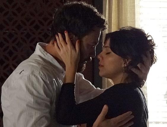 """Gabriel Braga Nunes e Letícia Persiles em cena de """"Amor Eterno Amor"""" (20/8/2012)"""