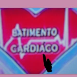 """Produção do """"Domingo Legal"""", do SBT, grafa errado a palavra cardíaco"""