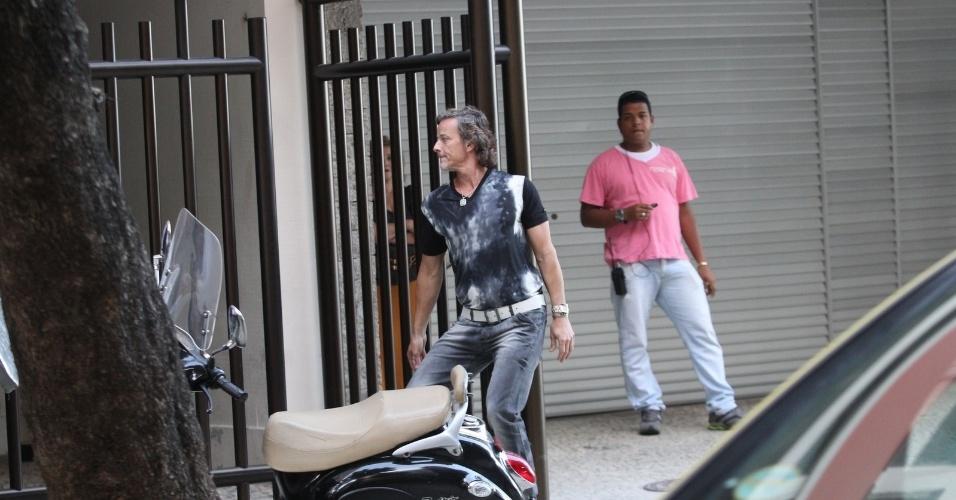 """Marcello Novaes gravou cenas de """"Avenida Brasil"""" em Ipanema, zona sul do Rio (20/8/12)"""
