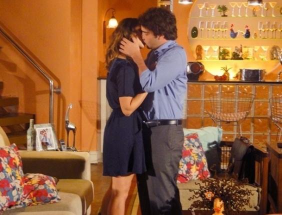 """Em """"Cheias de Charme"""", Elano beija Stela e se declara (21/8/12)"""