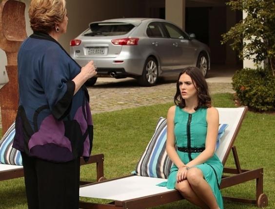"""Em """"Cheias de Charme"""",  Máslova diz para Cida que Conrado é apaixonado por ela"""