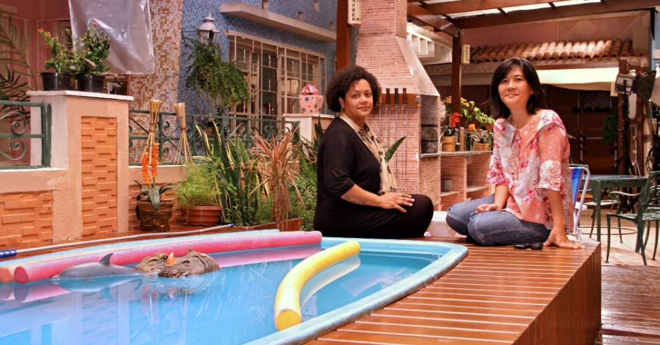 A produtora de arte Alda Gonçalves e a cenógrafa Fumi Hashimoto entraram no lugar do produtor de arte Guga Feijó e da cenógrafa Luciane Nicolino há relativamente pouco tempo ? a primeira chegou no programa em outubro de 2011 e a última, há dois anos