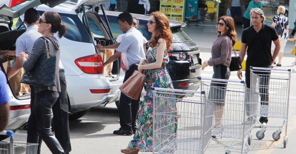 """Cadinho faz compras com suas três mulheres em """"Avenida Brasil"""" (17/8/12)"""
