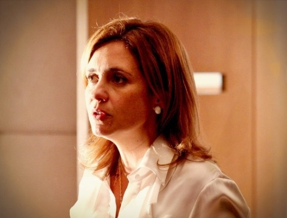 """Em """"Avenida Brasil"""", Carminha conta para Max que está com dias contados na mansão (23/8/12)"""