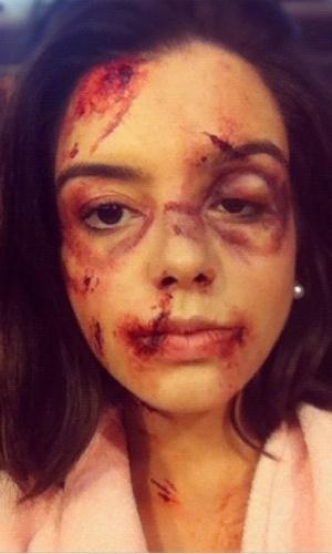 """Giovanna Lancellotti divulgou em seu Instagram foto da maquiagem de sua personagem Lindinalva em """"Gabriela"""" depois de ser espancada por Berto. """"Ih! Deu ruim pra Lindinalva ! Rs"""", escreveu a atriz"""