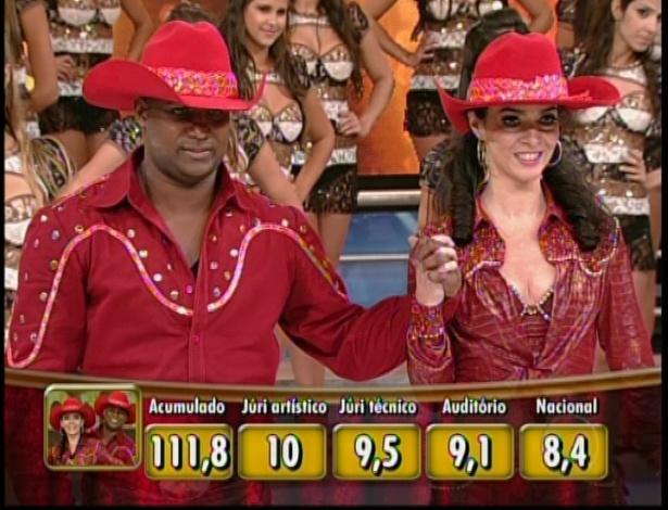 """Quadro mostra pontuação da dupla Claudia Ohana e Patrick Carvalho, que dançou ao som de """"Festa de Rodeio"""", de Leandro e Leonardo"""