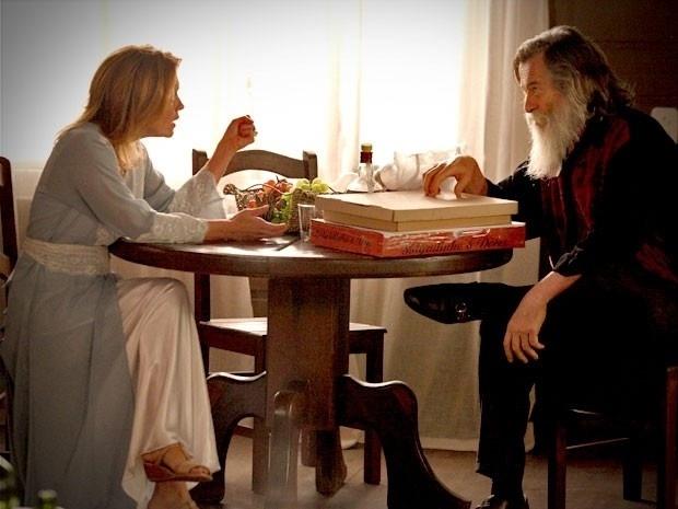 """Em """"Avenida Brasil"""", Nilo conta para Carminha que Jorginho e Nina vão casar (27/8/12)"""