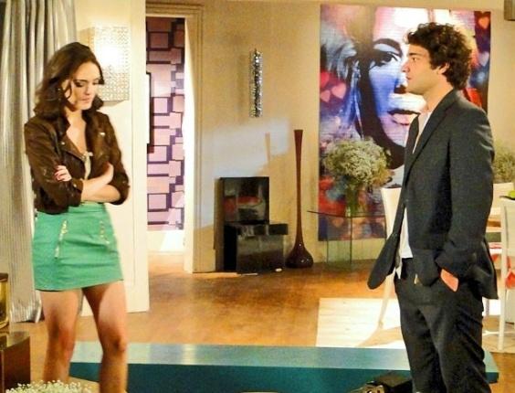 """Em """"Cheias de Charme"""", Elano deixa claro para Cida que não torce pelo namoro dela com Conrado (27/8/12)"""