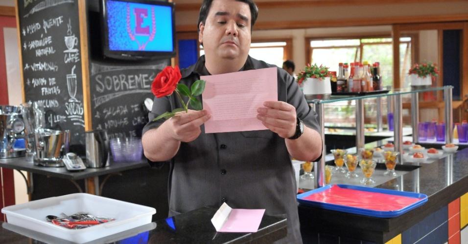 """Em """"Rebelde"""", Pingo acredita ter uma admiradora secreta após ler carta"""