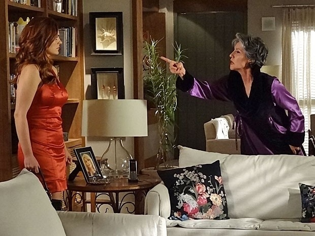 """Em """"Amor Eterno Amor"""", Melissa ameaça matar Amparo se ela não envenenar Rodrigo (28/8/12)"""
