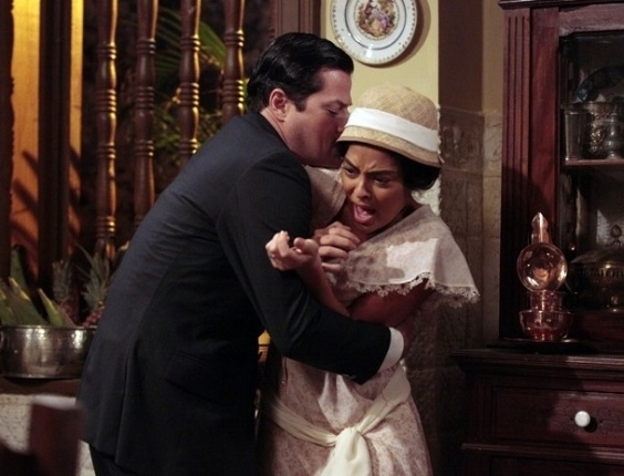 Tonico agarra Gabriela depois de jantar (29/8/12)