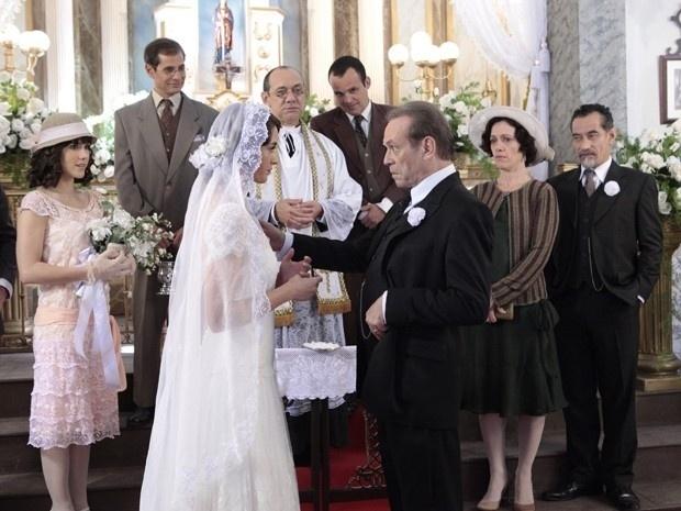 """Em """"Gabriela"""", Jesuíno se casa com Iracema e leva a jovem rapidamente para noite de núpcias (30/8/12)"""