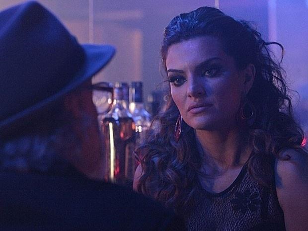"""Em """"Amor Eterno Amor"""", Amparo volta a ser prostituta e decide acabar com Melissa (31/8/12)"""