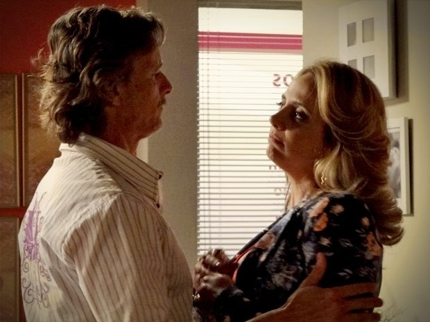 """Em """"Avenida Brasil"""", Max vai atrás de Ivana e diz que está com saudade (31/8/12)"""