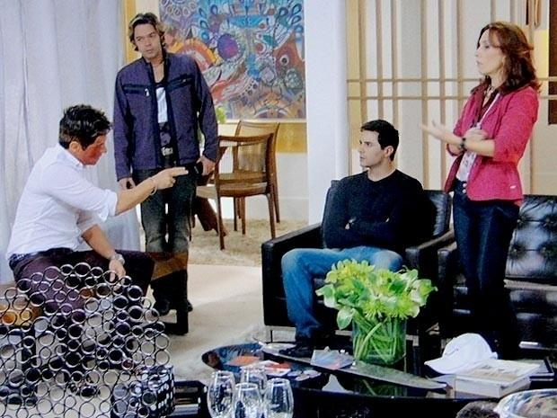 """Em """"Cheias de Charme"""", Inácio aceita substituir Fabian em turnê (31/8/12)"""
