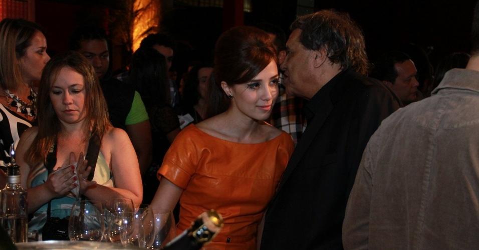 """A atriz Marjorie Estiano conversa com o diretor geral de """"Lado a Lado"""", Dennis Carvalho (1/9/12)"""