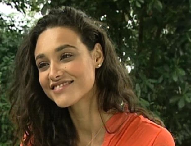 Débora Nascimento dá entrevista ao