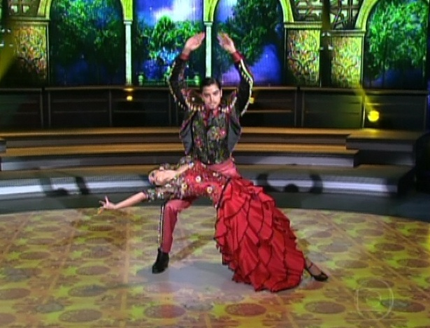 """Rodrigo Simas e Raquel Guarini dançam paso doble na primeira parte da final da """"Dança dos Famosos"""" (2/9/12)"""