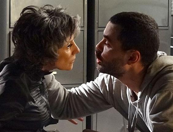 """Em """"Amor Eterno Amor"""", Fernando não ajuda a tirar a mãe de cadeia e diz que tem nojo dela"""