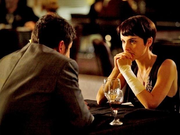 """Em """"Avenida Brasil"""", Nina revela para Tufão que vai se casar e o deixa desolado (3/9/12)"""
