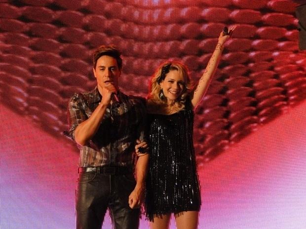"""Em """"Cheias de Charme"""", vestido como Fabian, Inácio se apresenta ao lado de Rosário (3/9/12)"""