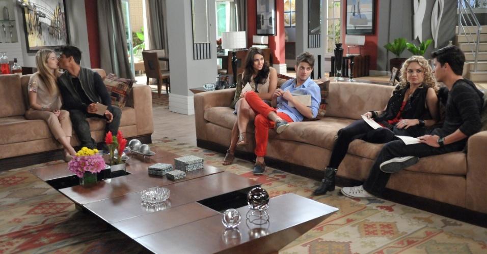 """Em """"Rebelde"""", Banda faz planos após receberem o dinheiro da turnê"""