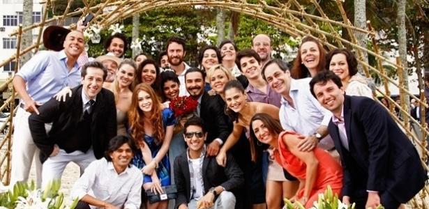 """Em """"Amor Eterno Amor"""", Daniela Fontan e mais atores gravam cenas do casamento de Gracinha e Pedro"""