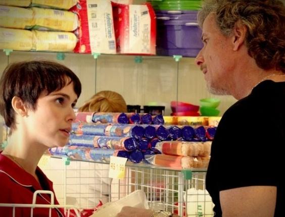 """Em """"Avenida Brasil"""", Max tenta descobrir se Nina sabe da paixão de Tufão por ela (4/9/12)"""