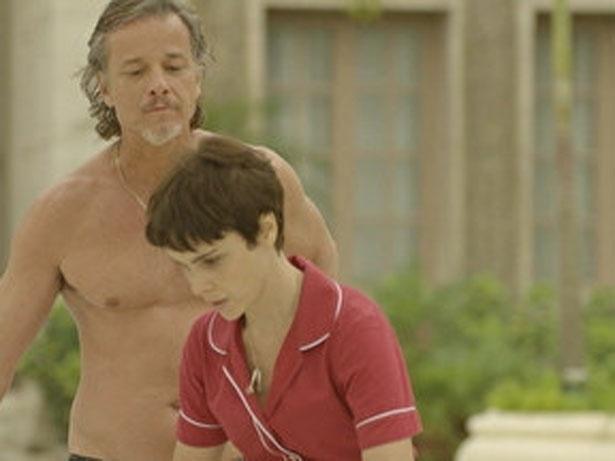 """Em """"Avenida Brasil"""", Max volta a morar na mansão (4/9/12)"""