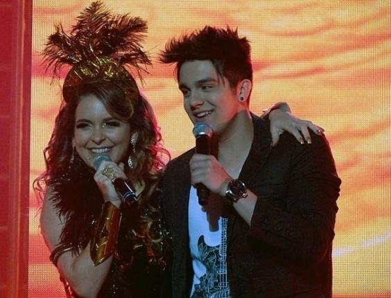 """Em """"Cheias de Charme"""", Chayene fica com voz de pato durante show com Luan Santana"""