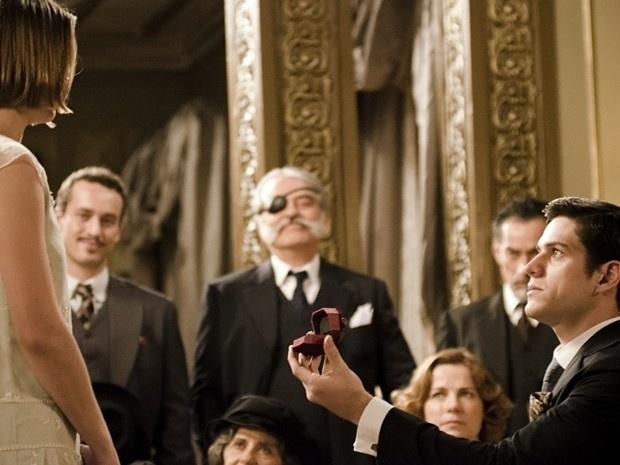"""Em """"Gabriela"""", Juvenal pede Gerusa em casamento e ela diz não na frente de todos (4/9/12)"""