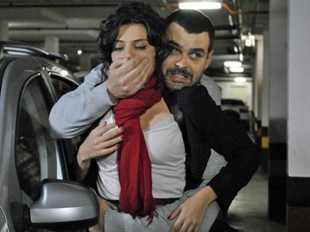"""Em """"Amor Eterno Amor"""", Fernando sequestra Miriam e ameaça matar Rodrigo (5/9/12)"""