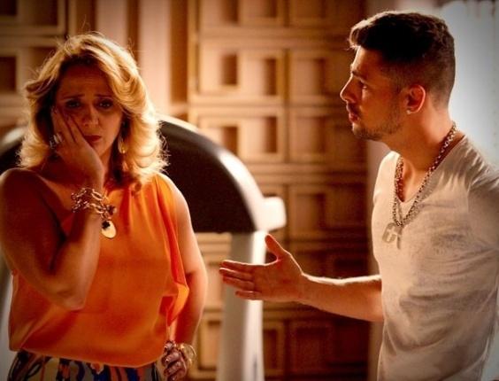 """Em """"Avenida Brasil"""", Ivana reprova namoro de Jorginho e Nina (5/9/2012)"""
