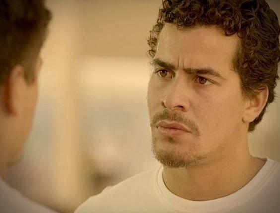 """Em """"Avenida Brasil"""", Leandro conta que pegou Suelen e Roni ainda agradece"""