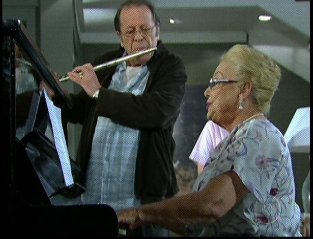 """Em """"Amor Eterno Amor"""", dona Zilda toca piano e canta para a família (7/9/12)"""