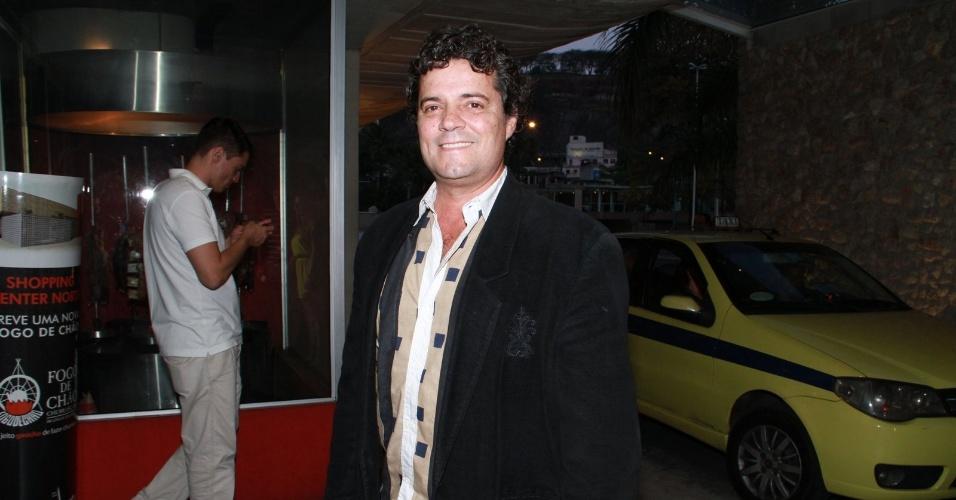 """Felipe Camargo assiste ao último capítulo de """"Amor Eterno Amor"""" em uma churrascaria na zona sul do Rio (7/9/2012)"""