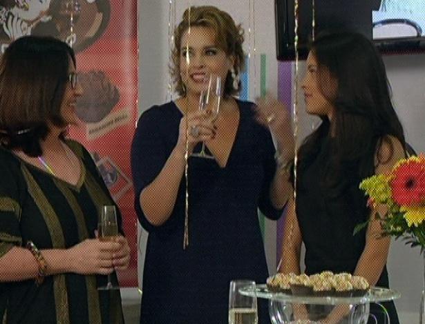 """Em """"Amor Eterno Amor"""", Jáqui consegue abrir um empreendimento e comemora com todos seus amigos (7/9/12)"""