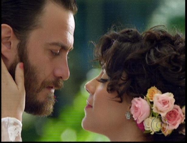 """No último capítulo de """"Amor Eterno Amor"""", Miriam e Rodrigo se beijam durante cerimônia e ele diz que ela é sua Elisa (7/9/12)"""