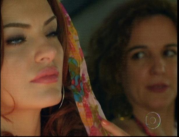 No carro da polícia, Solange critica Amparo por tudo o que ela fez e principalmente por ter se apaixonado pelo vaqueiro Rodrigo (7/9/12)