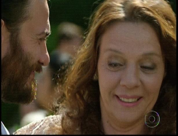 """Em """"Amor Eterno Amor"""", Rodrigo recebe parabenização de Tereza durante seu casamento com Miriam (7/9/12)"""