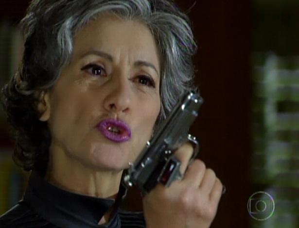 """Em """"Amor Eterno Amor"""", sem piedade, Melissa diz que Fernando é um louco e por isso merece padecer no hospício e saiu munida de uma arma para matar Rodrigo (7/9/12)"""