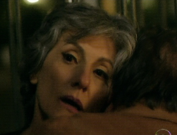 """Em """"Amor Eterno Amor"""", para proteger Rodrigo, Dimas dispara contra Melissa e ambos caem ao chão (7/9/12)"""