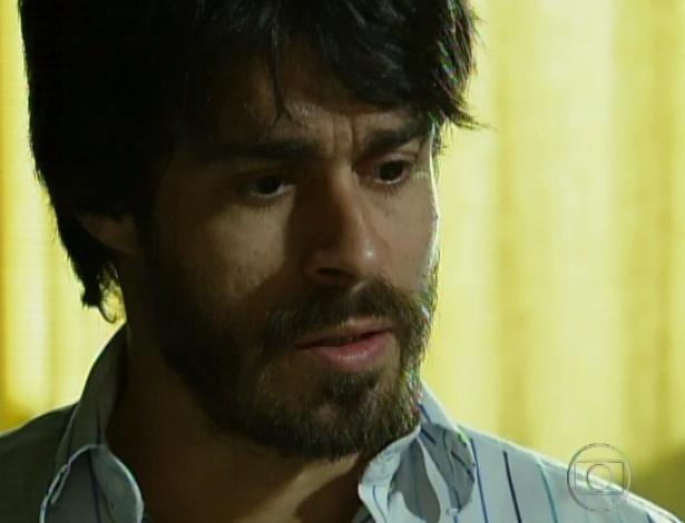 """Em """"Amor Eterno Amor"""", Jacira conta para Tobias que está grávida e ele comemora (7/9/12)"""