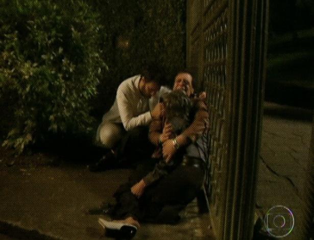 """Em """"Amor Eterno Amor"""", a arma dispara e Melissa é atingida (7/9/12)"""