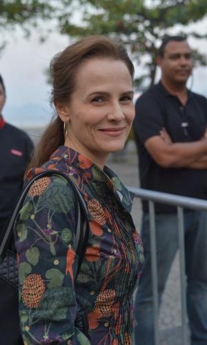 """A atriz Bia Seidl assistiu ao primeiro capítulo da novela """"Lado a Lado"""" na churrascaria Porcão, no Aterro do Flamengo, no Rio (10/9/12)"""