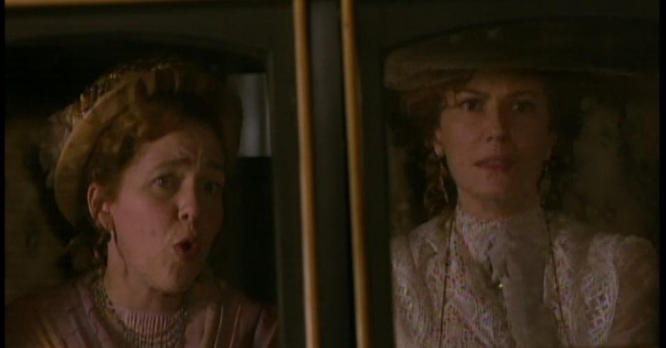 Constância e Celinha vão atrás de Laura, que havia saído de casa e contou para a mãe que ia encontrar com uma amiga
