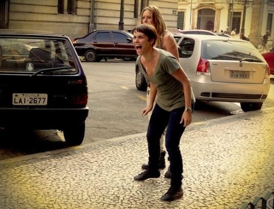 """Em """"Avenida Brasil"""", a mando de Max e Carminha, Lúcio rouba a herança de Nina"""