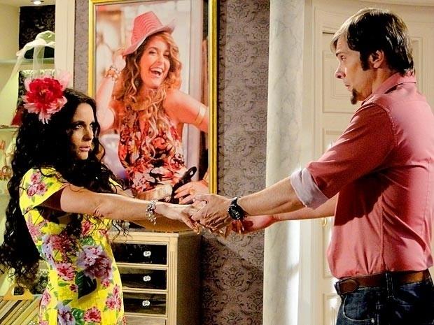 """Em """"Cheias de Charme"""", Chayene se veste de Gabriela para seduzir Laércio (10/9/12)"""